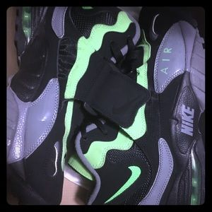 Lime green air max speed turf